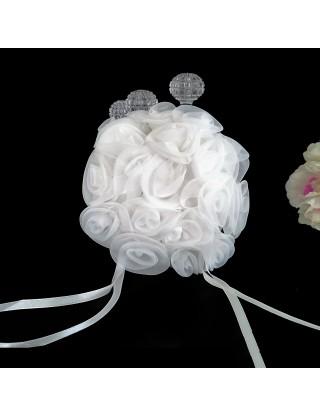Coussin porte-alliances fleurs blanches