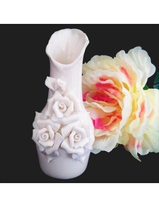 Vase romantique en ceramique aux 3 roses