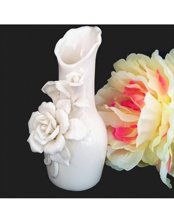 Vase romantique en ceramique