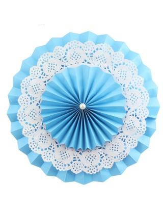 Rosace en papier avec napperon de dentelle bleu