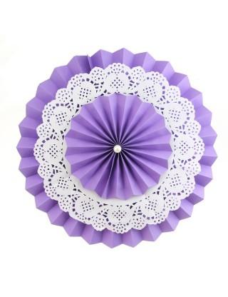 Rosace en papier avec napperon de dentelle violet