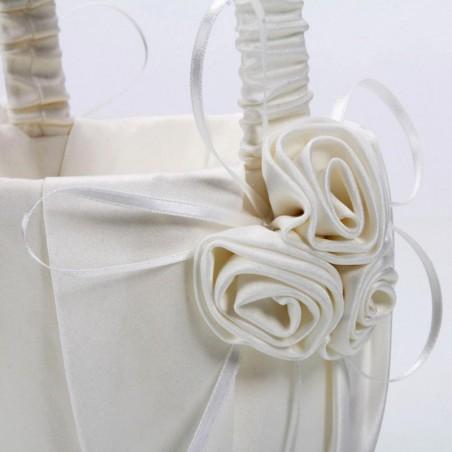 Set de mariage blanc aux roses blanches