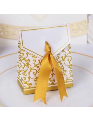 La boîte aux arabesques dorées