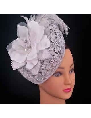 "Chapeau ""bibi"" à fleur blanche"