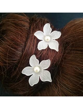 Pic-chignon fleur blanche